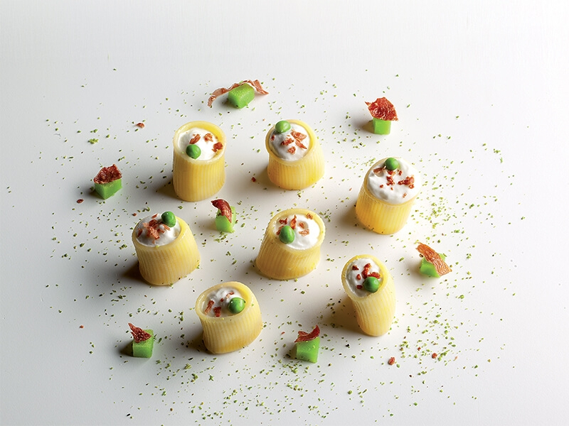 Pasta Paccheri con nata, Jamón de Parma y Gelatina de Guisantes